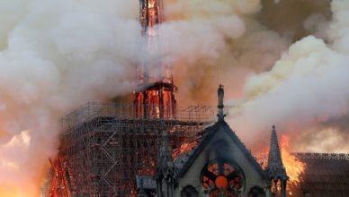 foto Notre Dame in fiamme